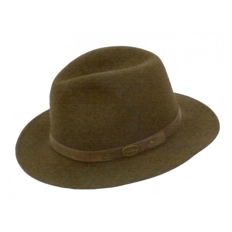 Lovački šešir kožnom trakom